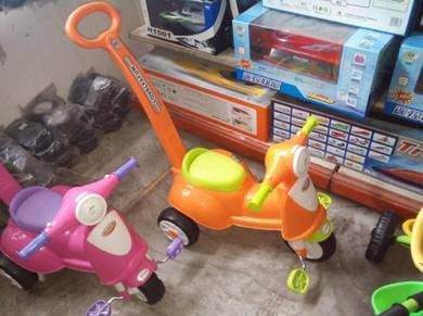 Baby trycycle vespa