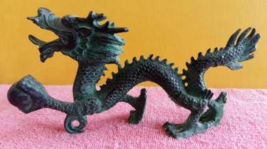 Old chinese feng shui bronze dragon statue