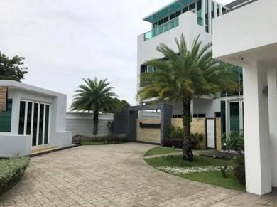 Corner: 3 Sty Bungalow with Pool, Gym & Lift, Sek. 7, Shah Alam