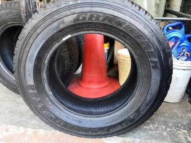 Tyre 2nd hand toyo and dunlop 265/65r17
