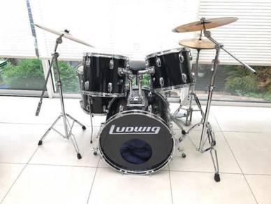 Vintage Black Rocker Drum Kit