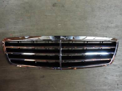Mercedes C-class W203 Front Grille Avantgarde