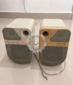 Multi media stereo speaker with bass and treber