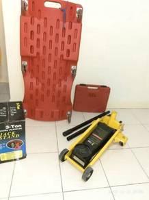Garage workshop equipment