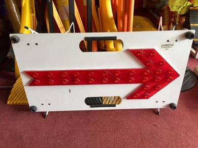 Portable metal warning flashing arrow white panel