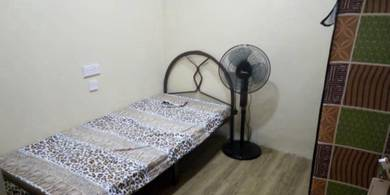 Room for rent at SS4D Kelana Jaya Walking Distance LRT Station