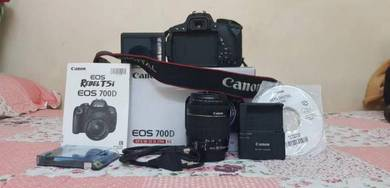 Canon eos 700D full box with kit lens