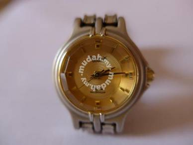 Omax Quartz Small Round Gold Watch