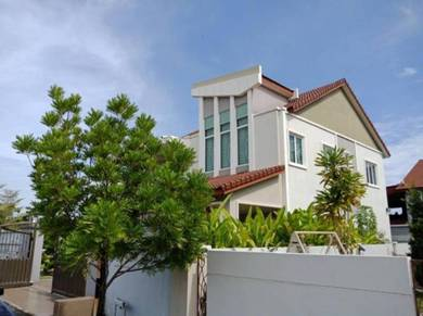 《For Sale》Bandar Seri Botani Double Storey Bungalow