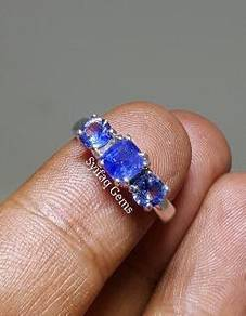 White Gold Ring with Natural Sapphire