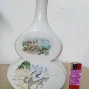 EEQ Botol antik B antique bottle