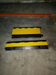 Rubber cable hump ramp 2 channels