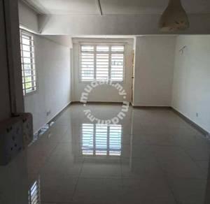 [LUAS MACAM LANDED] Apartment Taman Topaz, Dengkil Selangor
