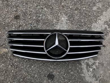 Mercedes benz W211 grille W211 AMG Bodykit e class