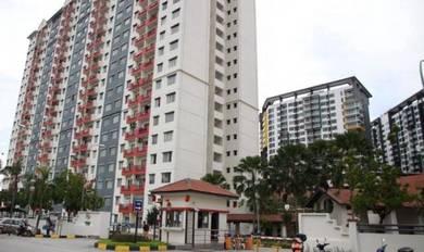 Vista Pinggiran Apartment top floor for sale Seri Kembangan!