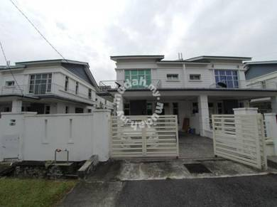 Semi Detached Double Storey Saujana Putra / Negotiable / For Sa