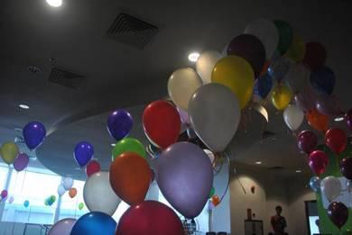 89) Helium balloon deco