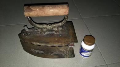 Seterika tembaga arang antik lama