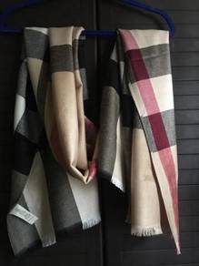 Burberry limited 100% Cashmere
