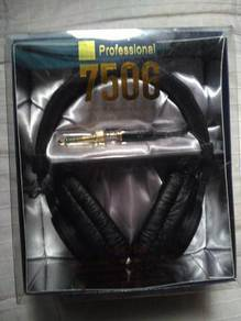 Sony MDR-7506 (2nd)