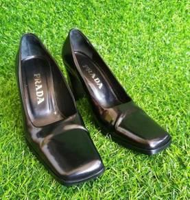 Original PRADA black leather shoes heels kueii