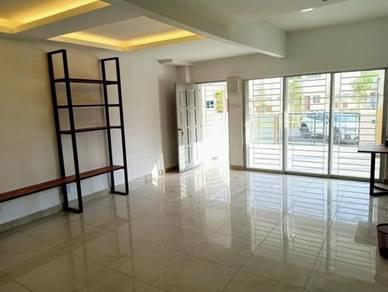 New freehold big space facing playground rumah teres 2tingkat