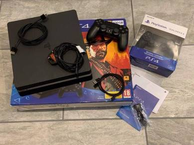 Sony Playstation4 PS4 500GB Console 2 Controllers
