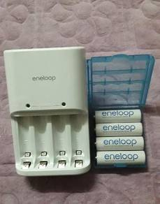 Sanyo eneloop charger and rechargeable battery