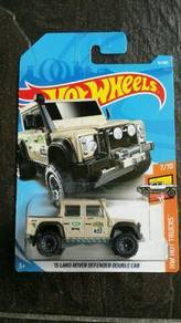 HotWheels '15 Land Rover Defender Double Cab