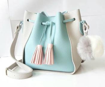 Korean Style Bucket Bag with Fluffy Ball