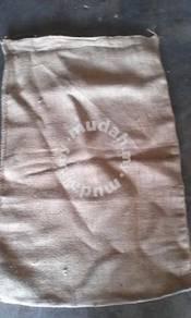Guni kain warna coklat atau sukan