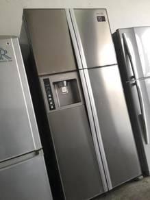 Side by Side Freezer Refrigerator Hitachi Peti Ais