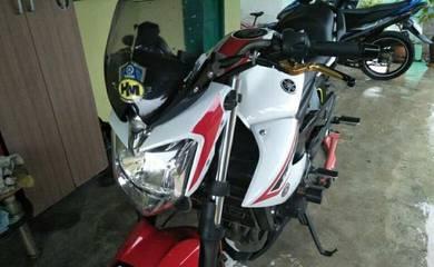 Yamaha XJ6 naked bike
