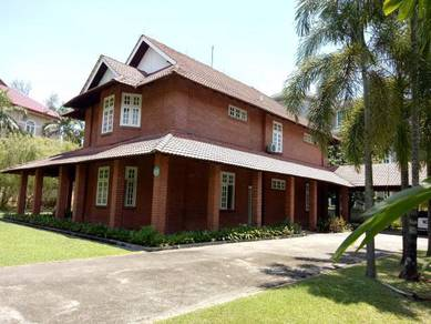 {english style} bungalow in country heights - huge land