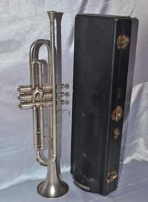 Antique vintage cavalier usa trumpet with case