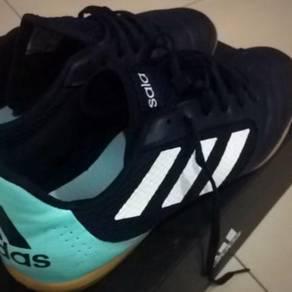 Kasut Futsal Adidas Sala