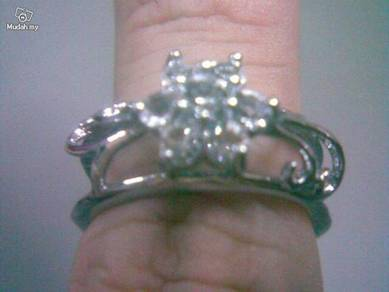ABRSM-H002 Silver Crystal Flower H-Style Ring S7.5