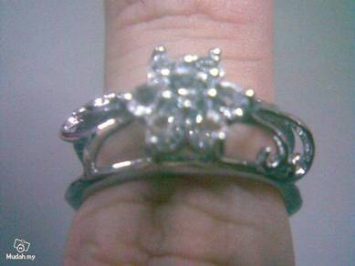 ABRSM-H002 Silver Crystal Flower H-Style Ring Sz 8