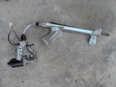 Mazda 8 2006 power door motor