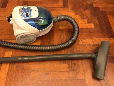 Hitachi 1600W Bagged Vacuum (Free 5 Dust Bags)