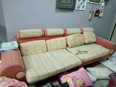 Sofa panjang. sesuai umah bujang.