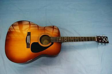 Yamaha Acoustic Guitar (F-310)