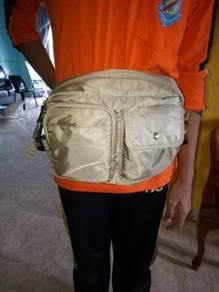 UNIQLO pounch sling bag