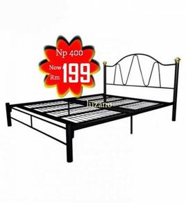 Queen size metal bed frame (3V109)20/04