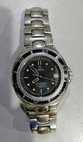 Jam Omega Seamaster diver before Bond 007 watch