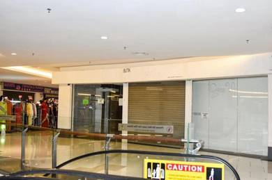 Dual frontage retail shoplot in renovated Summit Complex USJ