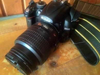 NIKON D5000 with kit-lens n potret lens