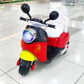 Mickey mouse cute motor scooter