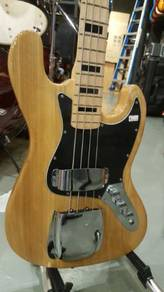 Fender 4 stings Electric Jazz bass guitar