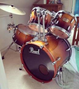 Pearl Drum Kit With Maple Shell